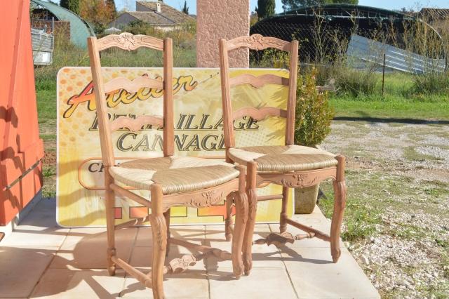 Chaises totalement restauré avec un rempaillage en paille jaune dorée