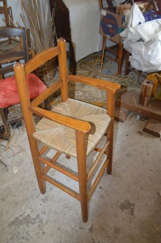 Chaise haute rempaillé en paille chinoise par le maitre rempailleur