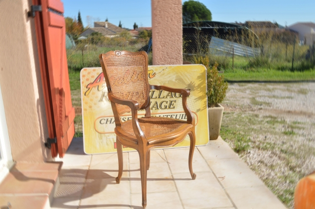 Restauration authentique d'un fauteuil en cannage