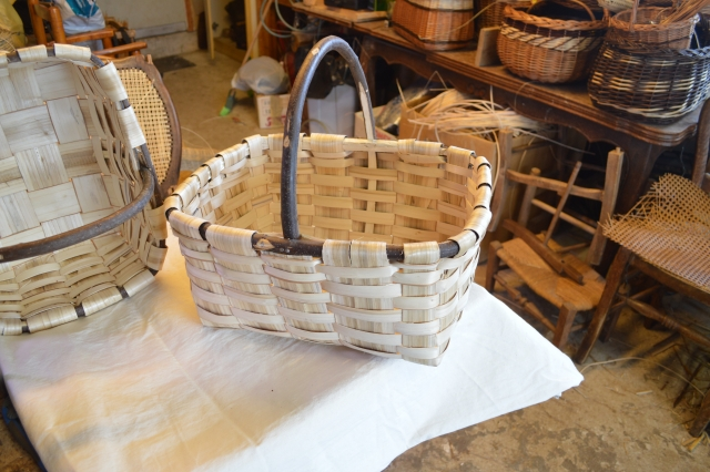 Panier artisanal en chaitaignier